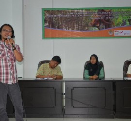 GPOCP Research Director, Wahyu Susanto, gives a presentation on our research and conservation efforts in the Gunung Palung landscape at West Kalimantan's Orangutan Regional Meeting.