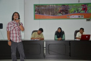 GPOCP Research Director, Wahyu Susanto, gives a presentation on our research and conservation efforts in the Gunung Palung landscape at West Kalimantan